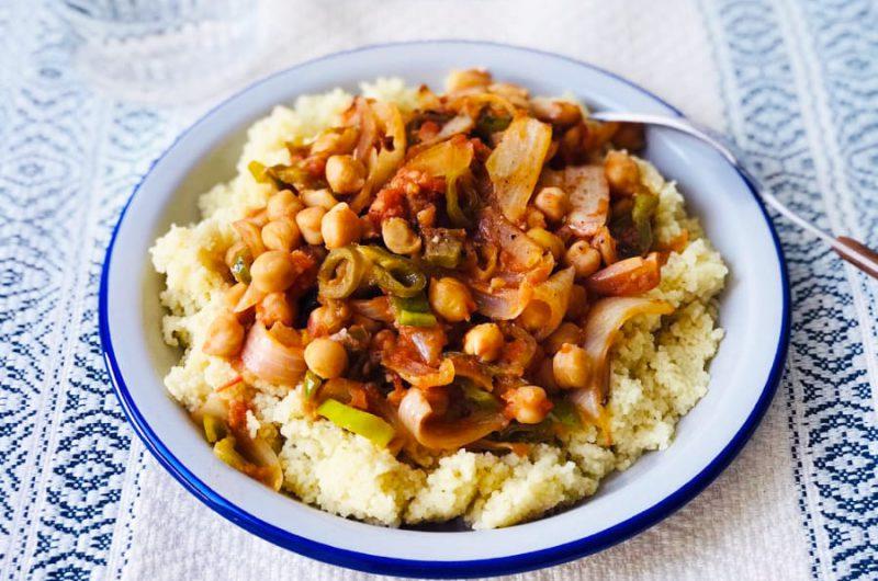 Couscous met kikkererwten en paprika